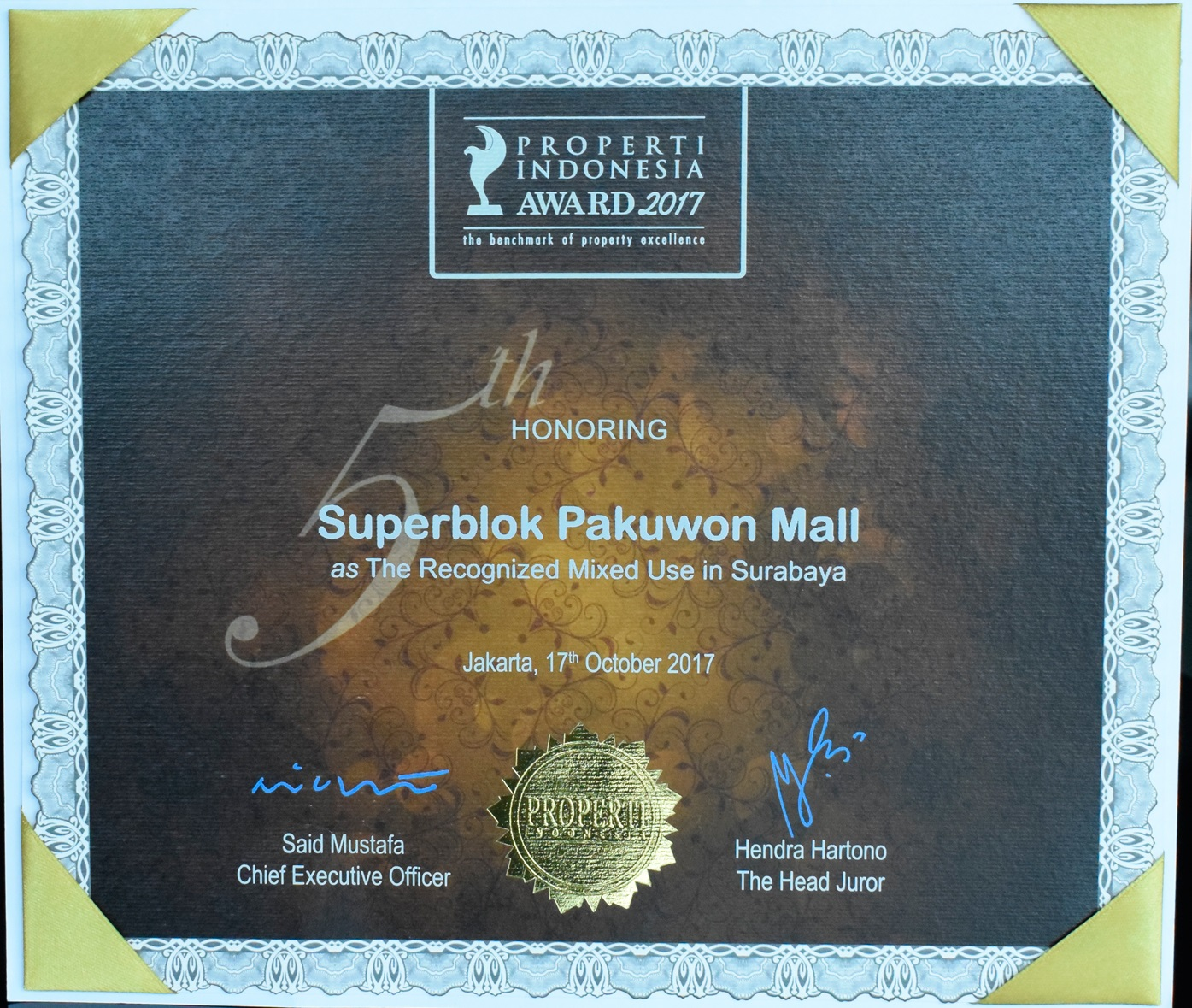 /public/files/image-companny/award-slider/SuperblokPakuwonMallasTheRecognizedMixedUsed-IndonesiaPropertyAwards2017.jpg
